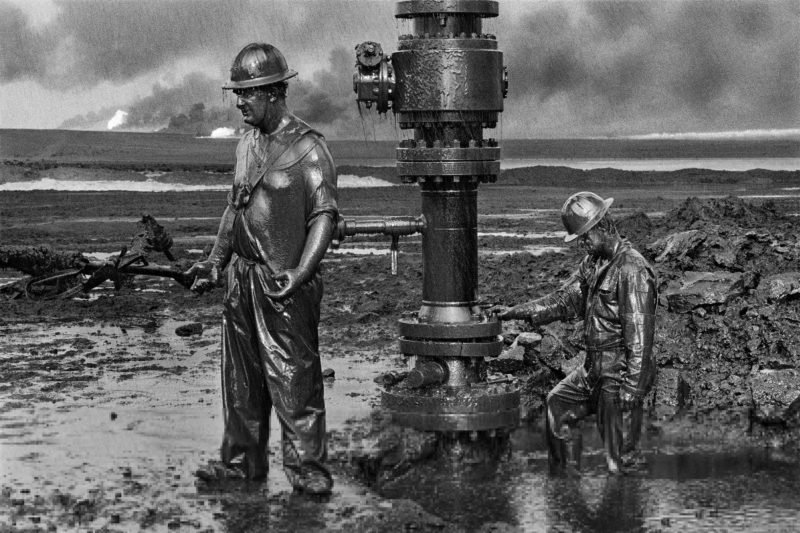 Sebastião Salgado – Greater Burhan Oil Field, Kuwait, 1991, Workers place a new wellhead in an oil well that had been damaged by Iraqi explosives