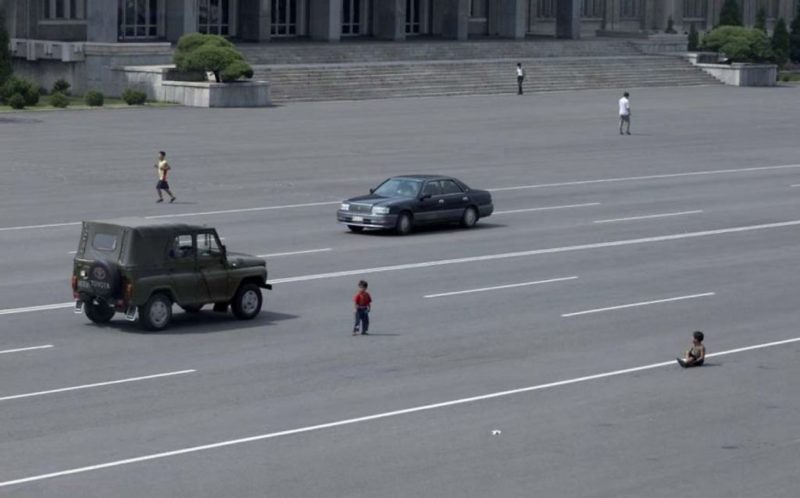 Eric Lafforgue – North Korea - As cars have become more widespread in Pyongyang, the peasants are still getting accustomed to seeing them. Kids play in the middle of the main avenues just like before when there were no cars in sight