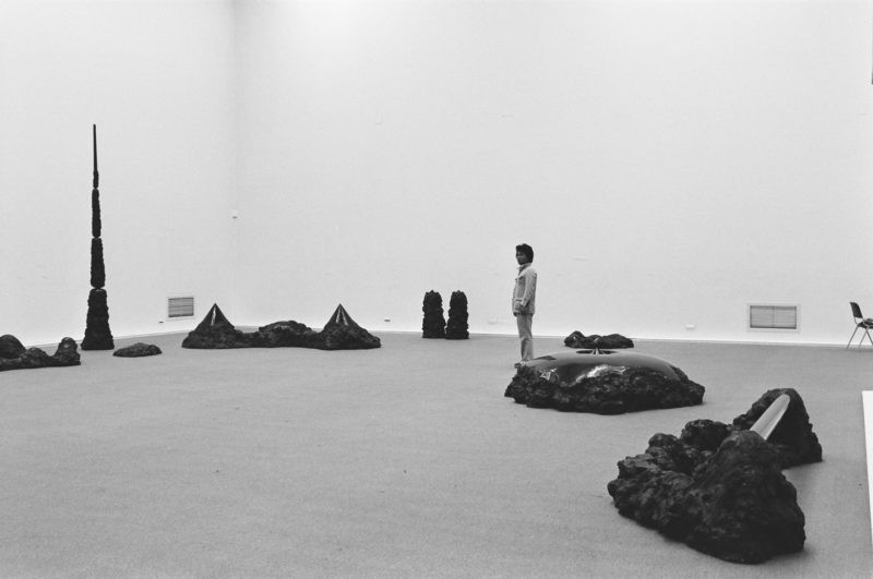 Nobuo Sekine - Phase of Nothingness – Black, 1978, installation view, Staedtische Kunsthalle Duesseldorf, 1978