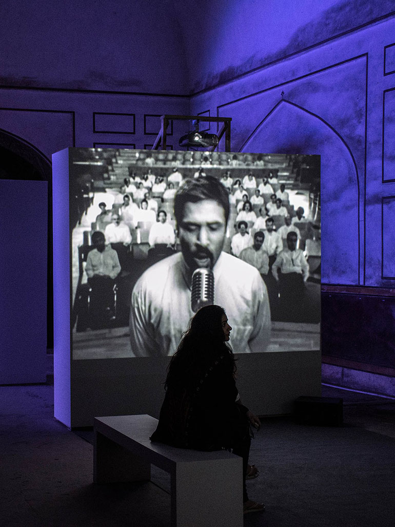 Shirin-Neshat-Turbulent-1998-black-and-white-video-installation-2