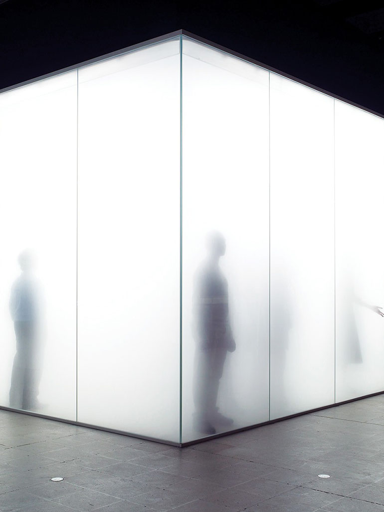 Antony-Gormley-Blind-Light-2007-fluorescent-light-water-ultrasonic-humidifiers-toughened-low-iron-glass-aluminium-320-x-9785-x-8565-cm-installation-view-Hayward-Gallery-London-2007 feat