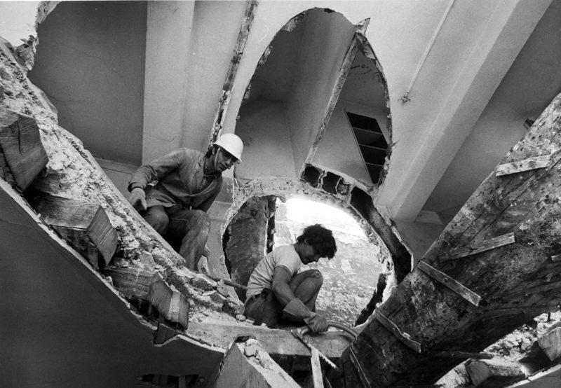 Gordon Matta-Clark - Conical Intersect, 1975