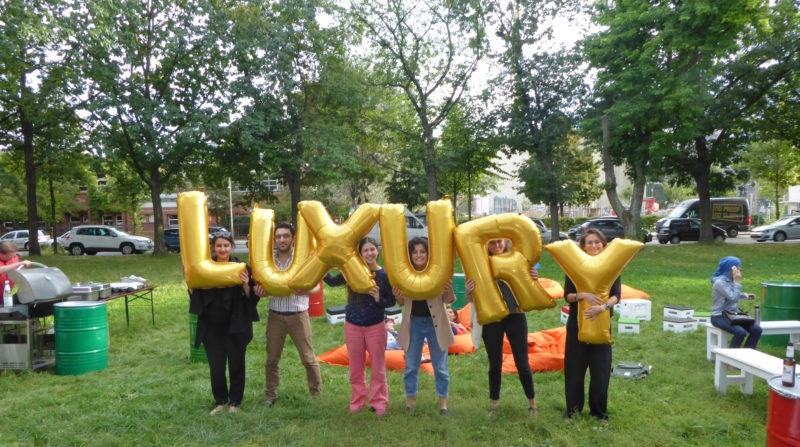 Germany, Berlin - Luxury (#305), Silence Was Golden, gold balloons